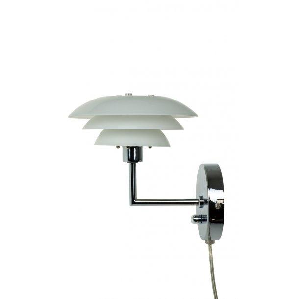 DL20 Opal Wall Lamp